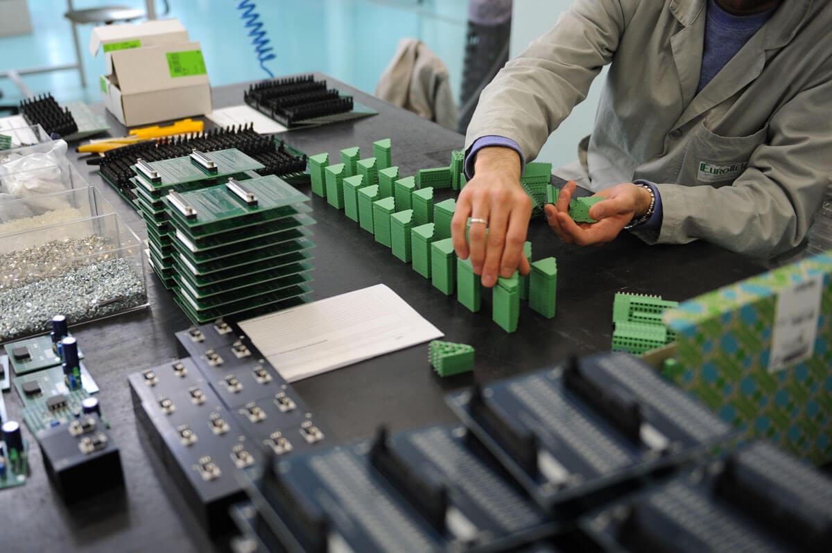 laboratorio componenti elettroniche e automazione-eurotek